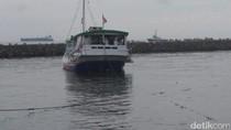 Kapal Motor Membawa 27 Penumpang Terombang-ambing di Laut