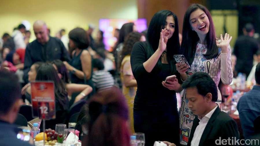 Foto Candid Para Selebriti di Acara Sinetrans