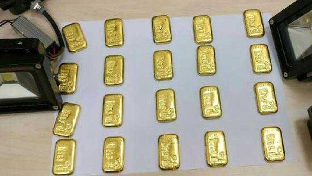 Astaga, Traveler India Selundupkan Batangan Emas di Dalam Bokongnya