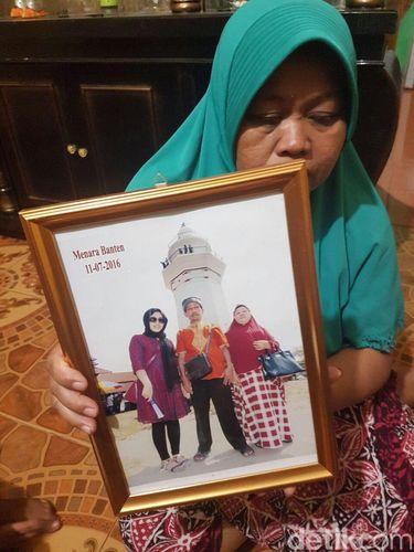 Ibunda Siti Aisyah, Benah saat ditemui di kediamannya di Serang, Jumat (17/2/2017)