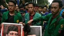 Polisi Selidiki Video Mahasiswa UNJ Potong Ayam di Foto Jokowi