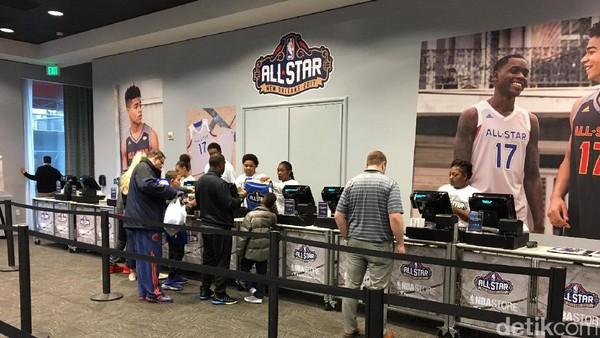 Ada <i>All-Star Weekend</i>, Toko Dadakan NBA Diserbu Pengunjung