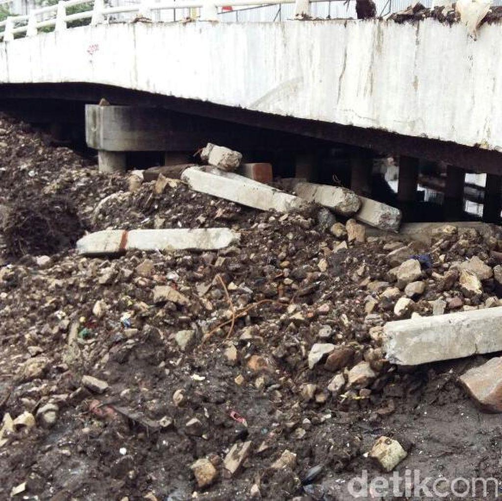 Melihat Lokasi Penemuan Pondasi Pintu Air Abad 18 di Kota Tua