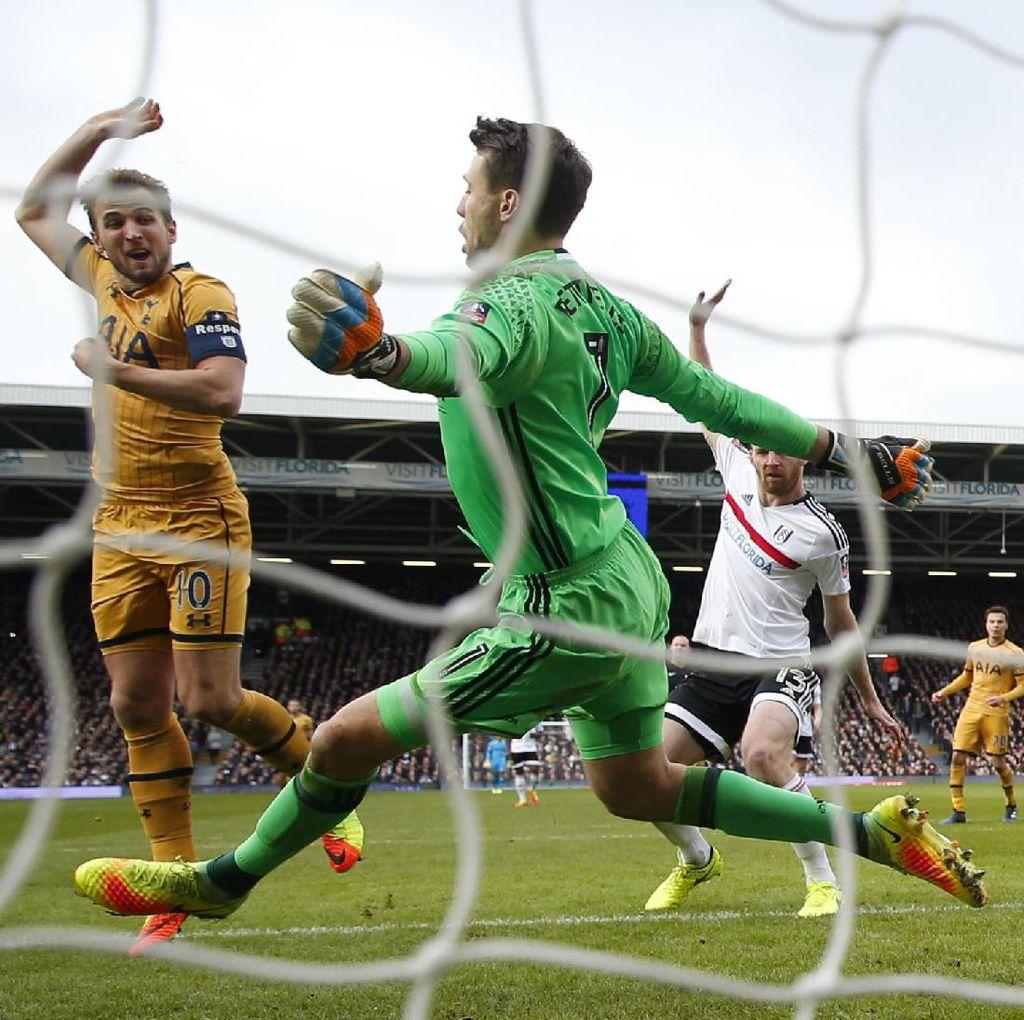 Hat-trick Kane Loloskan Spurs ke Perempatfinal