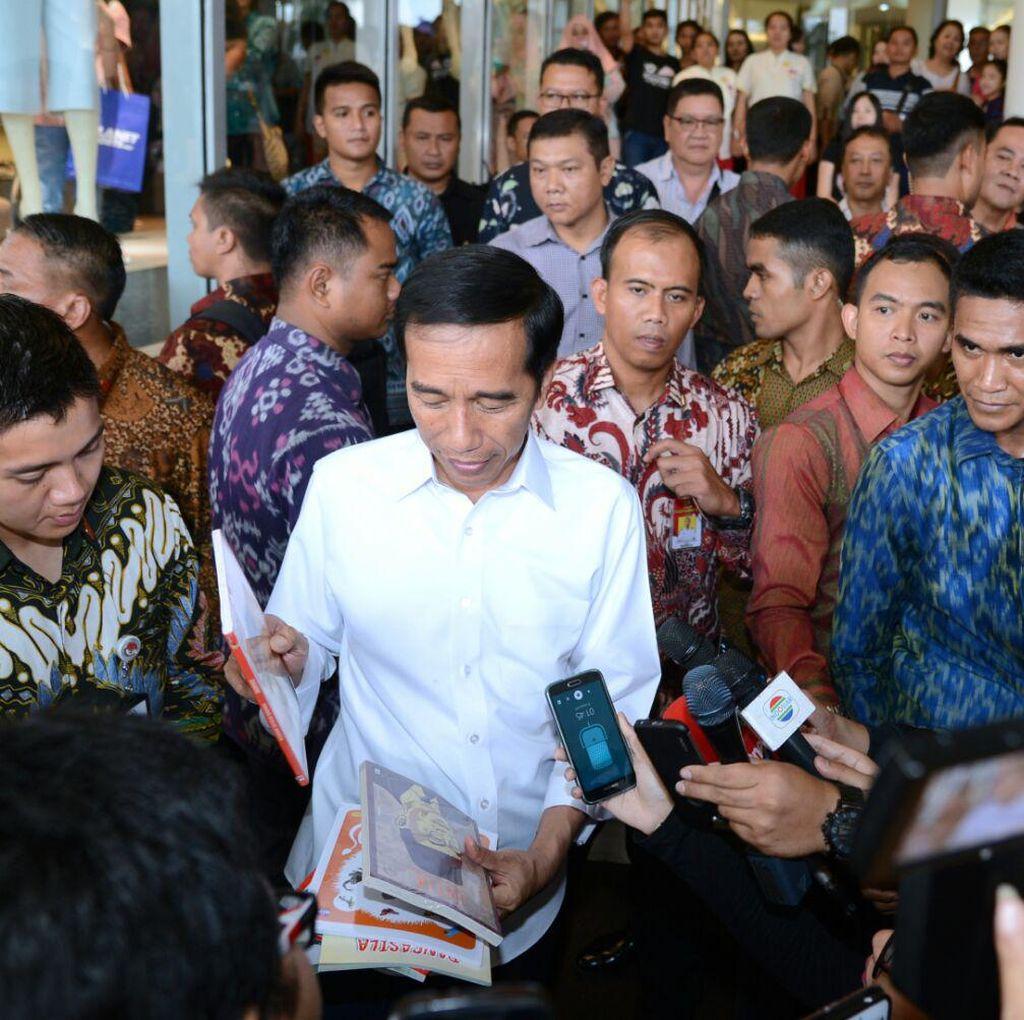 Di Senayan City, Jokowi dan Kahiyang Beli Buku Soekarno dan Hatta