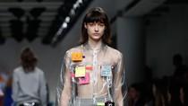 Unik, Ada Baju Penuh dengan Tempelan Kertas Post-it