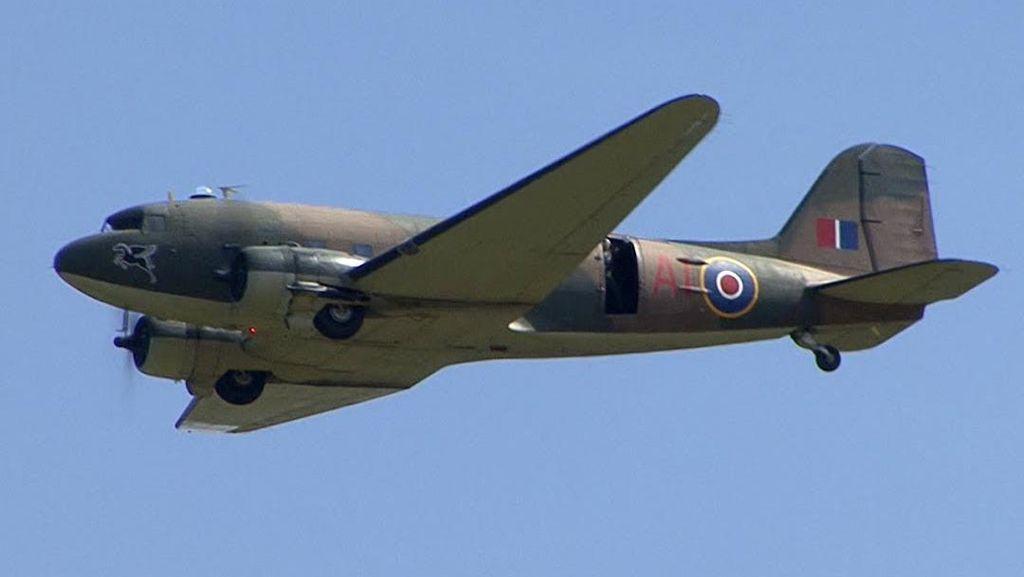 Traveler Lihat Penampakan Pesawat Hantu di Langit Pedesaan Inggris