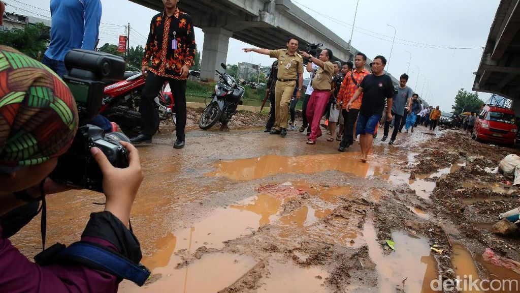 Ahok Lihat Langsung Banjir Cipinang Melayu