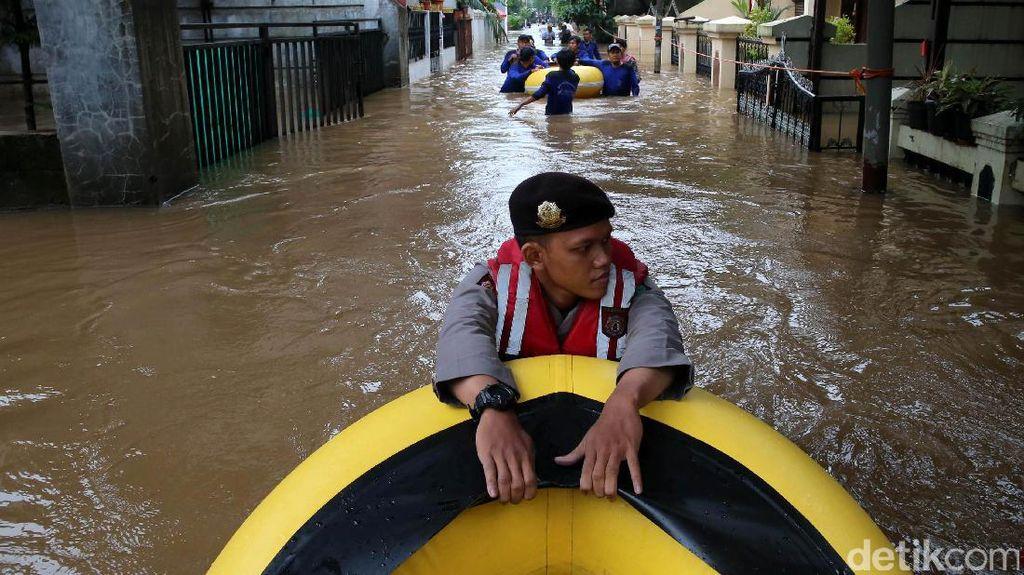 Banjir, Warga Cipinang Melayu Dievakuasi