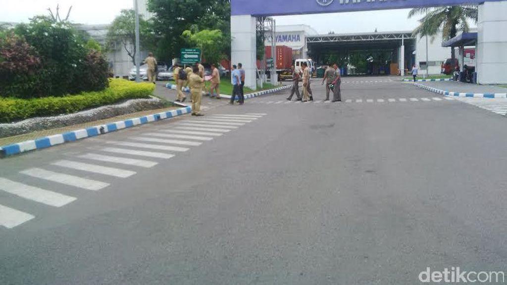 Petugas Gabungan Sweeping Pekerja Asing di Kabupaten Pasuruan
