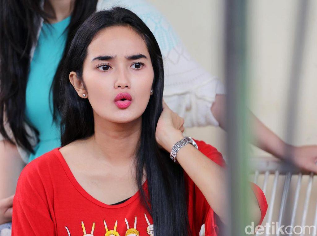Bibir Merah Faby Marcelia