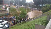 Begini Kemacetan di Kalimalang Imbas Genangan di Kolong Tol JORR