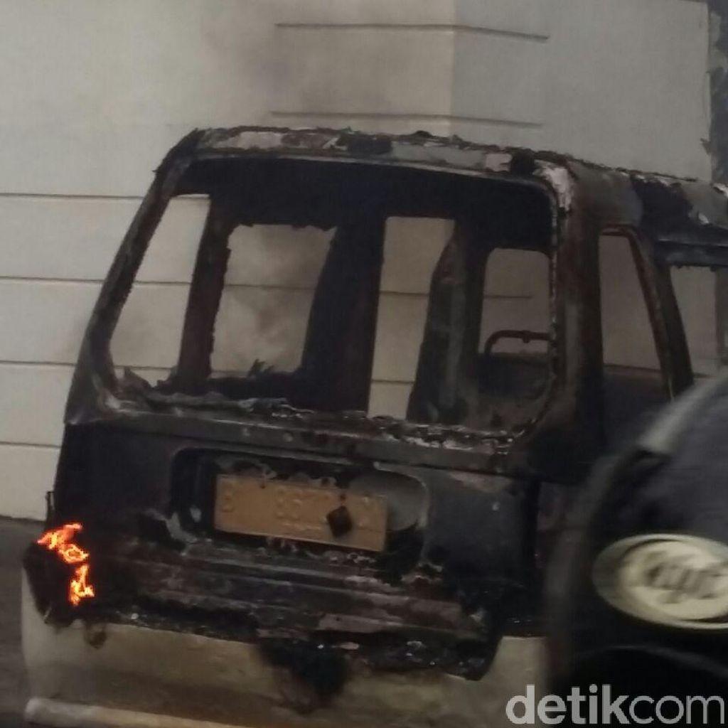 Angkot D15 Terbakar di Pamulang