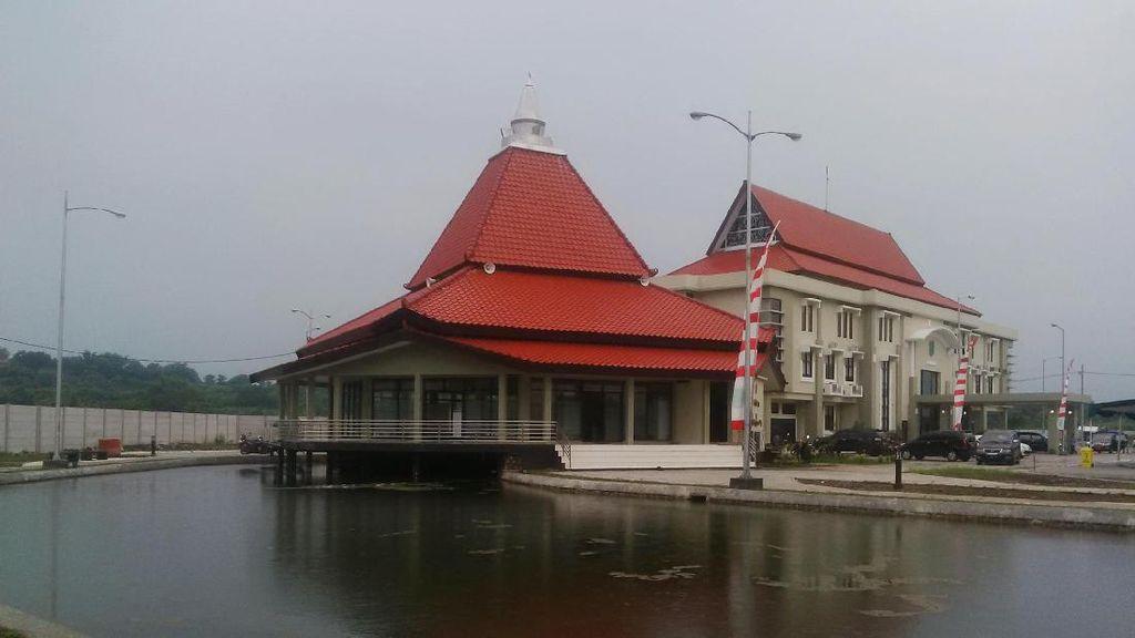 Ketenangan Masjid Terapung di Pasuruan