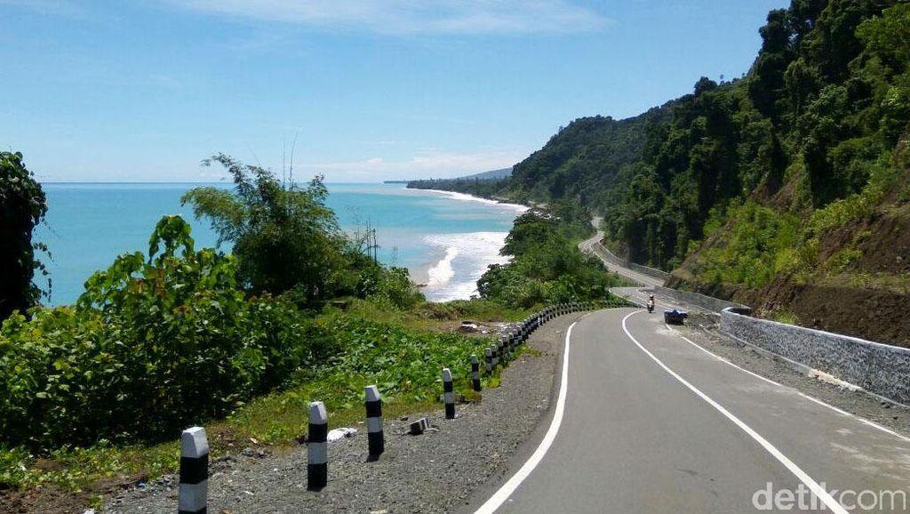 4 Jalan dengan Pemandangan Indah ini Hanya Ada di Indonesia