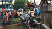 Mobil Tertabrak KRL di Cengkareng, 2 Orang Luka Parah