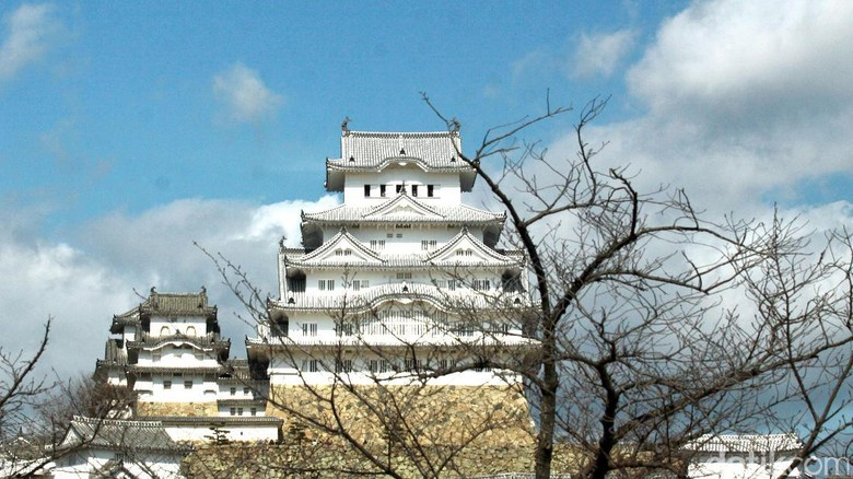 Kastil Himeji yang jadi lokasi syuting film James Bond (Andi Saputra/detikTravel)