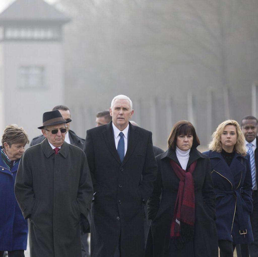 Kunjungan Emosional Wapres AS ke Kamp Konsentrasi Nazi di Jerman