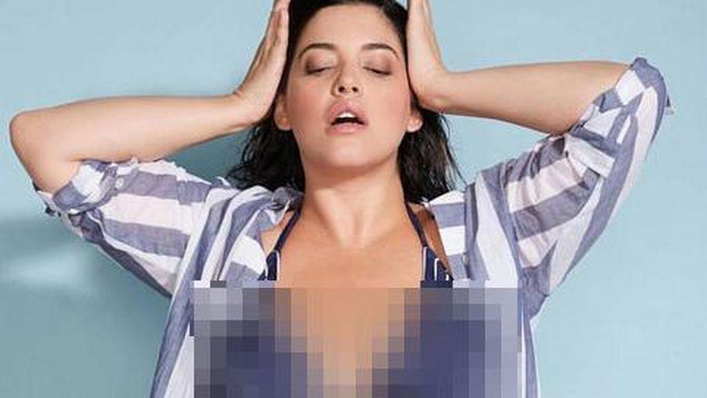 Model Pamer Perut Sterch Marks di Majalah Sports Illustrated