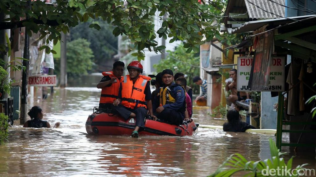 Banjir Belum Surut, Listrik di Cipinang Melayu Dipadamkan