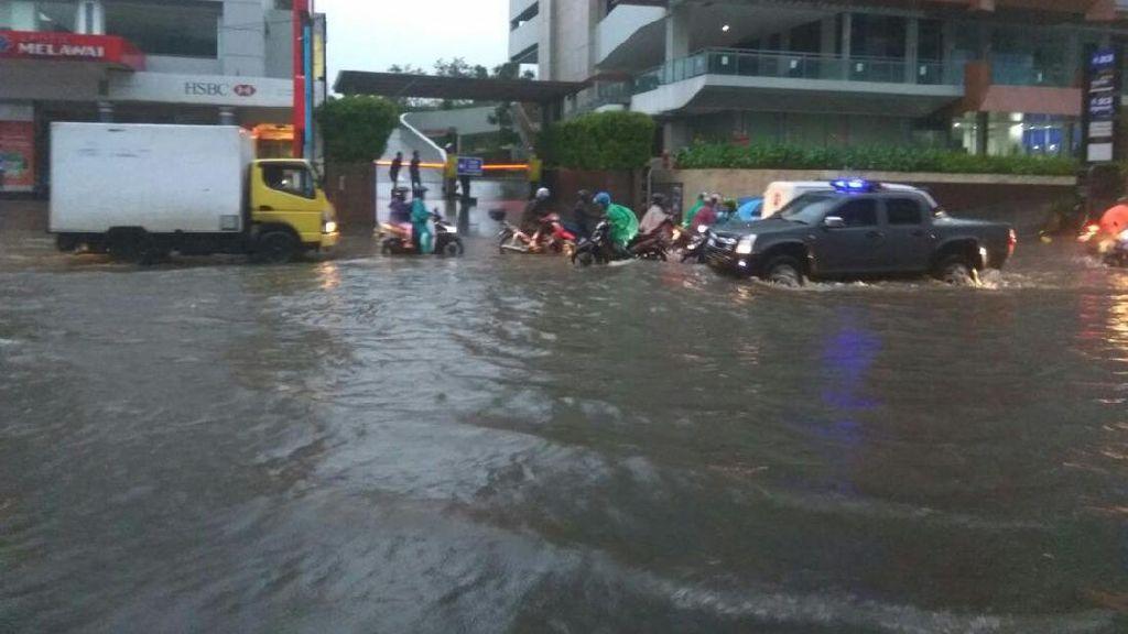 Diguyur Hujan, Jalan Kemang Raya Jakarta Selatan Tergenang Lagi