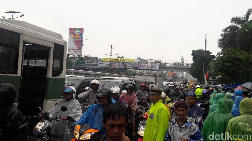 Ada Aksi 212, Arus Lalin di Depan DPR Dialihkan ke Tol Dalkot