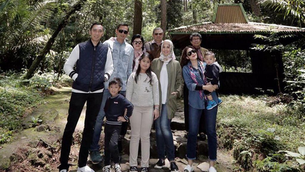 Ngadem di Tawangmangu, SBY Mendaki ke Pertapaan Pringgodani