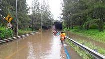 Tol Cikunir ke Pondok Indah Ditutup karena Terendam Banjir