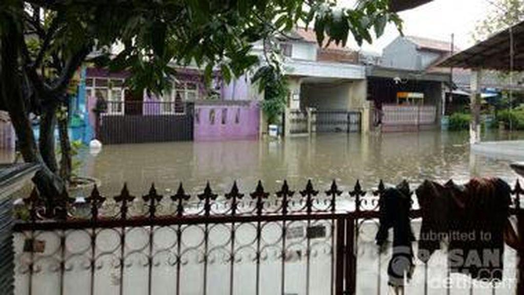 Banjir di Perumnas 1 Bekasi, Sejumlah Warga Mengungsi di Masjid