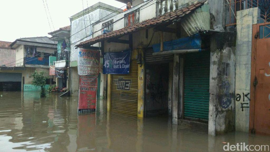 Kebanjiran, Aktivitas Pasar Buncit Terhenti