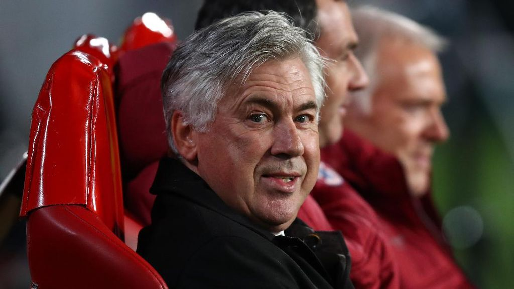 Acungkan Jari Tengah pada Suporter Lawan, Ancelotti Tak Dihukum