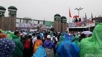 Massa Aksi 212 Mulai Padati Depan Gedung DPR