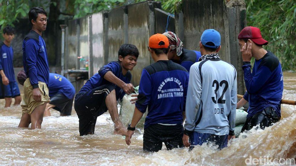 BPBD DKI: Ada 1.613 Pengungsi di 11 Lokasi Banjir Jakarta