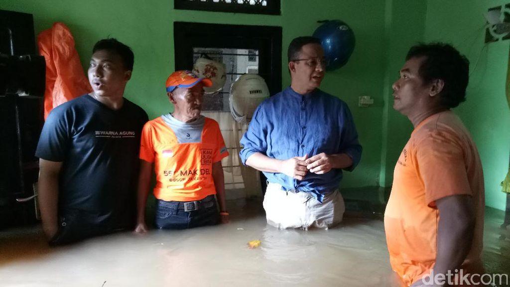 Anies Minta Relawan Bantu Korban Banjir Tanpa Atribut Kampanye