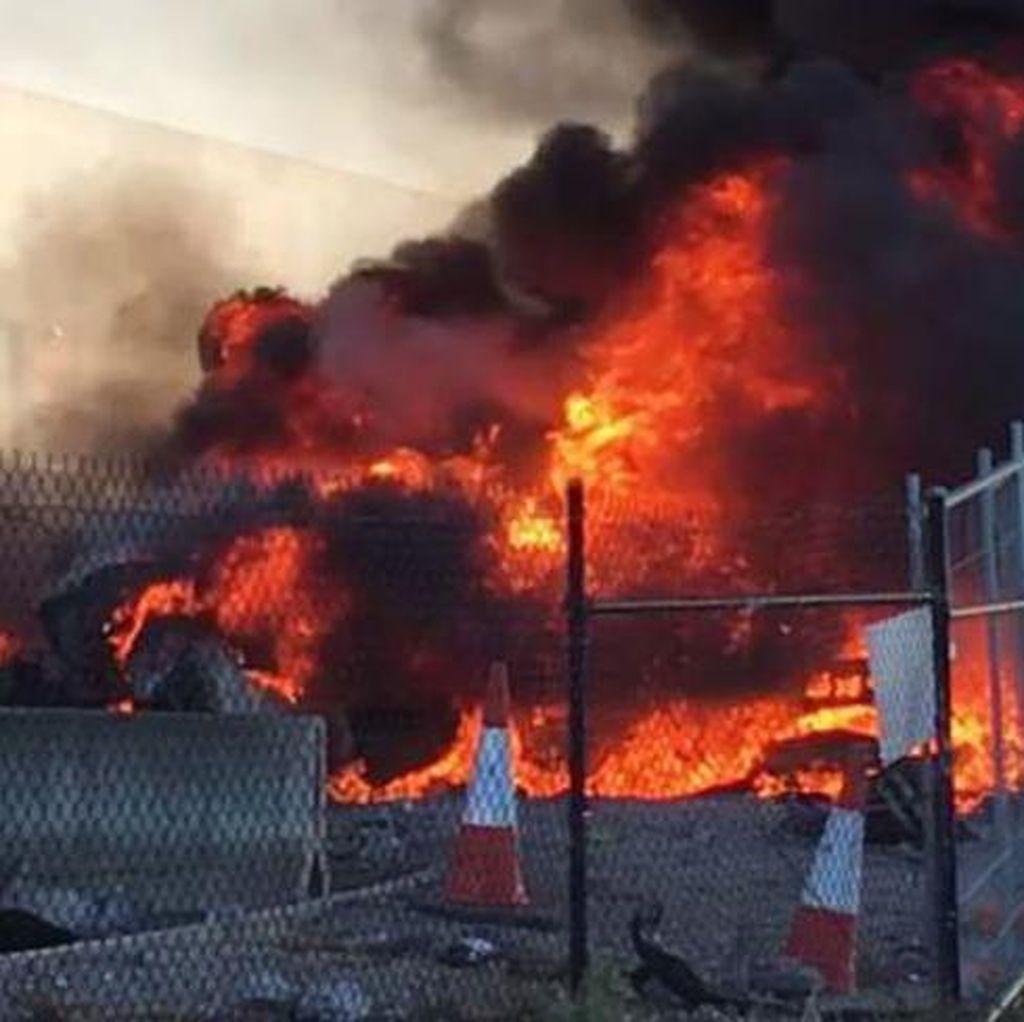 Pesawat Jatuh di Melbourne Picu Bola Api Mirip Bom Atom