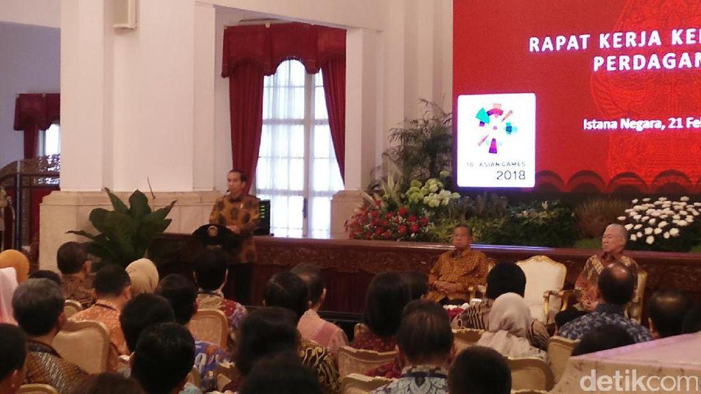 Jokowi ke Mendag: Tolong Pasar Tradisional Bersih dan Tidak Becek