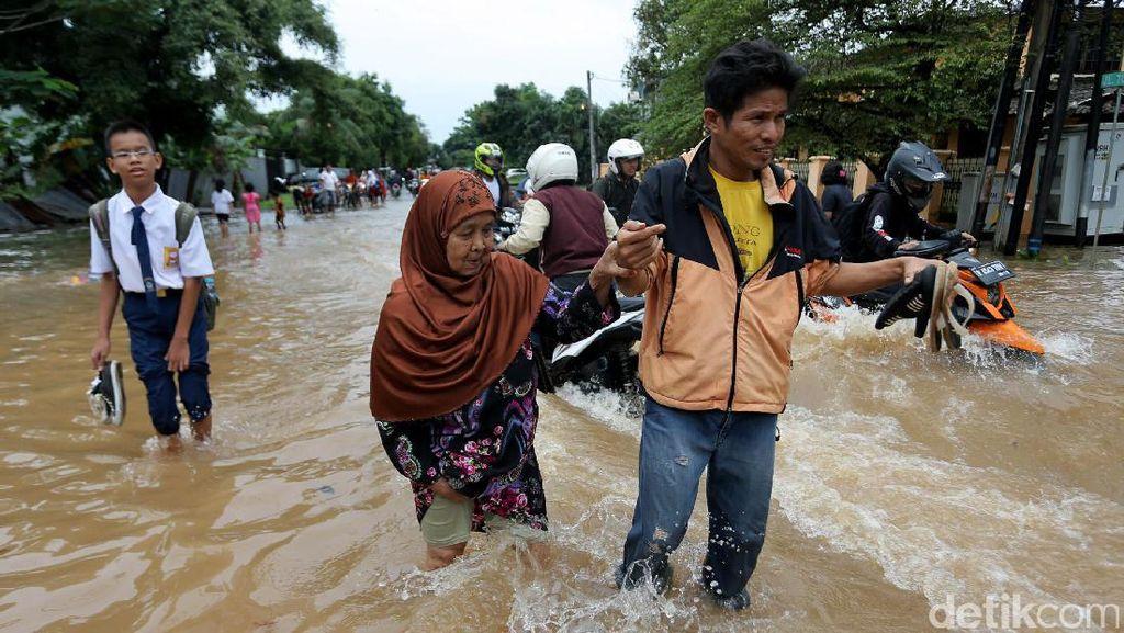 Banjir Terjang Komplek Bilimon Pondok Kelapa