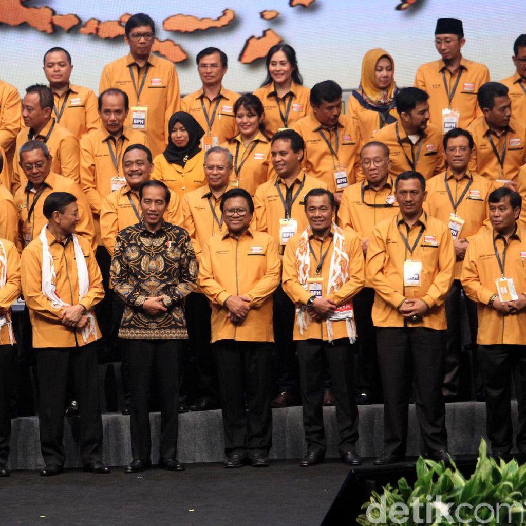 Candaan Oesman Sapta soal Reshuffle Jilid 3 di Depan Jokowi