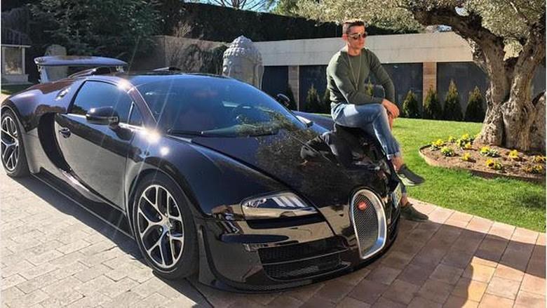 Hanya Main Bola 5 Jam, Cristiano Ronaldo Bisa Beli Bugatti Veyron