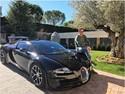 Cristiano Ronaldo Berpose dengan Bugatti Veyron