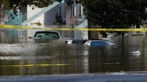 Banjir Terjang California, Puluhan Mobil Terendam