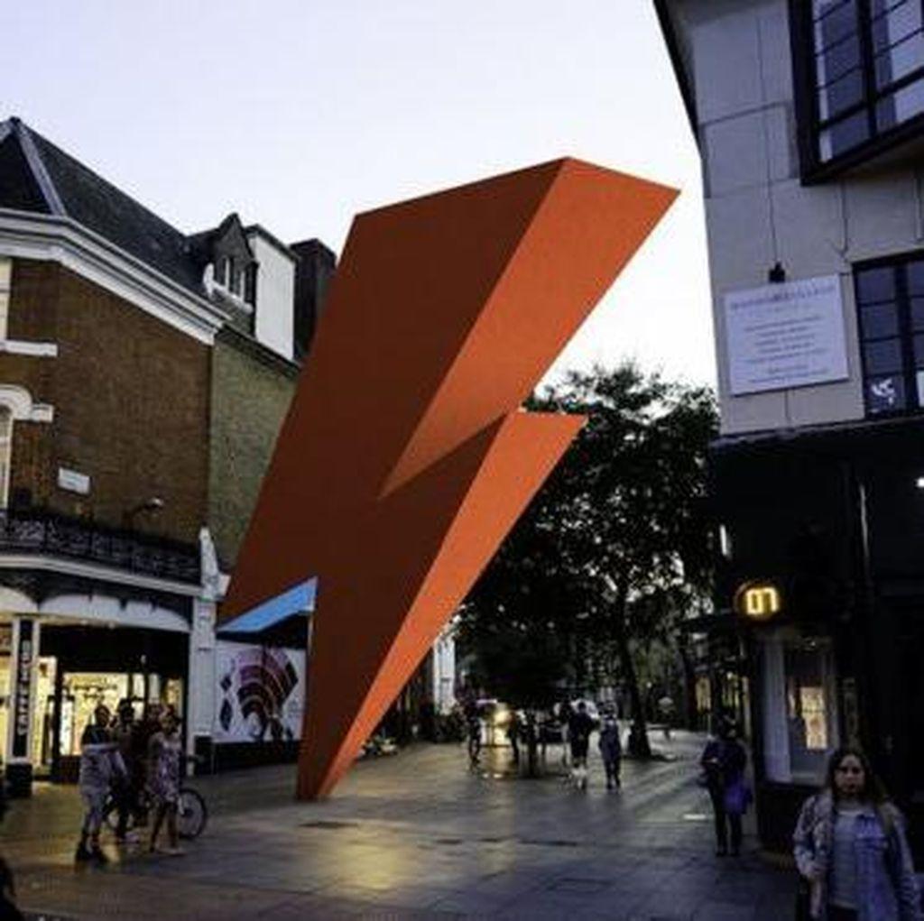 Patung Memorial David Bowie Didirikan di London