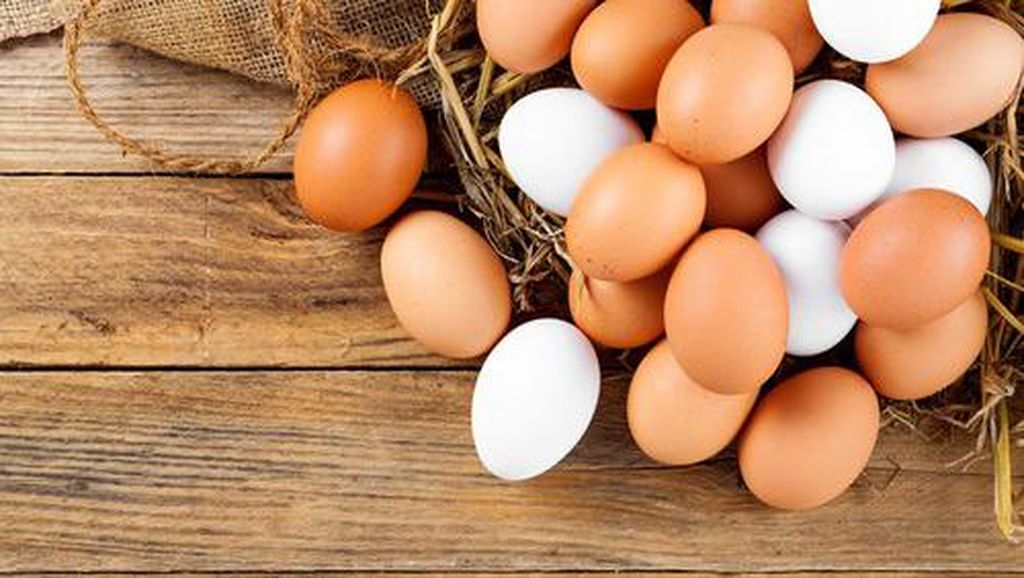 Wanita Ini Oleskan Foundation Pakai Telur Rebus, Penasaran Hasilnya?
