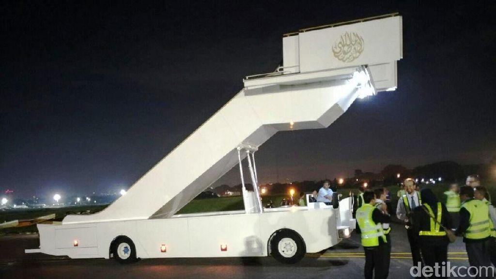 2 Tangga Pesawat Raja Saudi Sudah Tiba di Halim dan Ngurah Rai