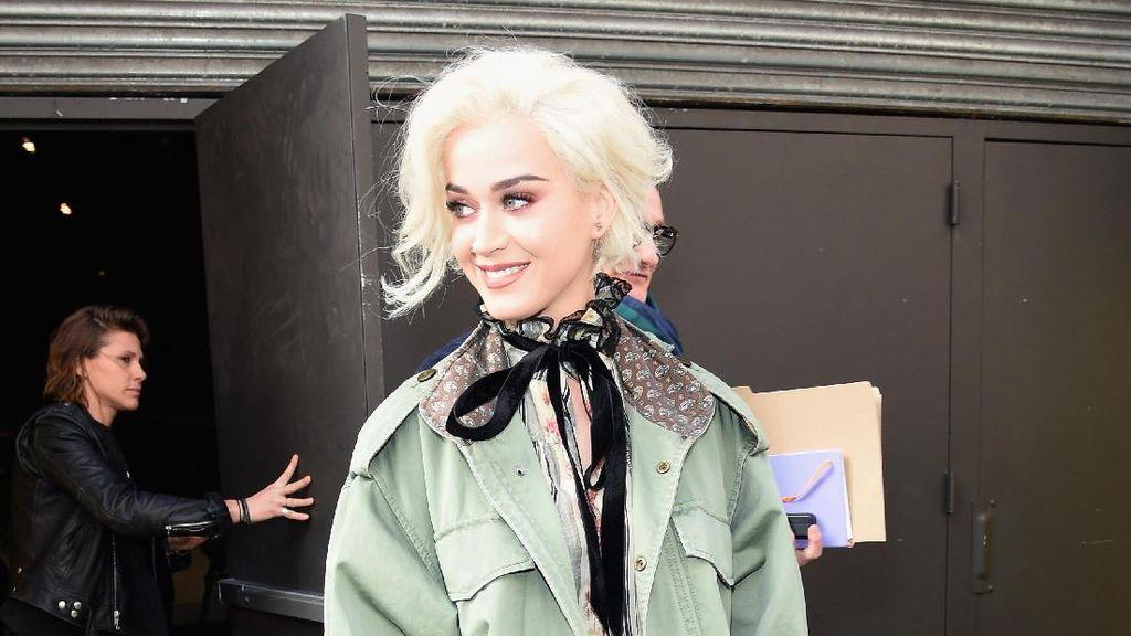 Stylish dengan Parka di Musim Hujan ala Katy Perry & Olivia Palermo
