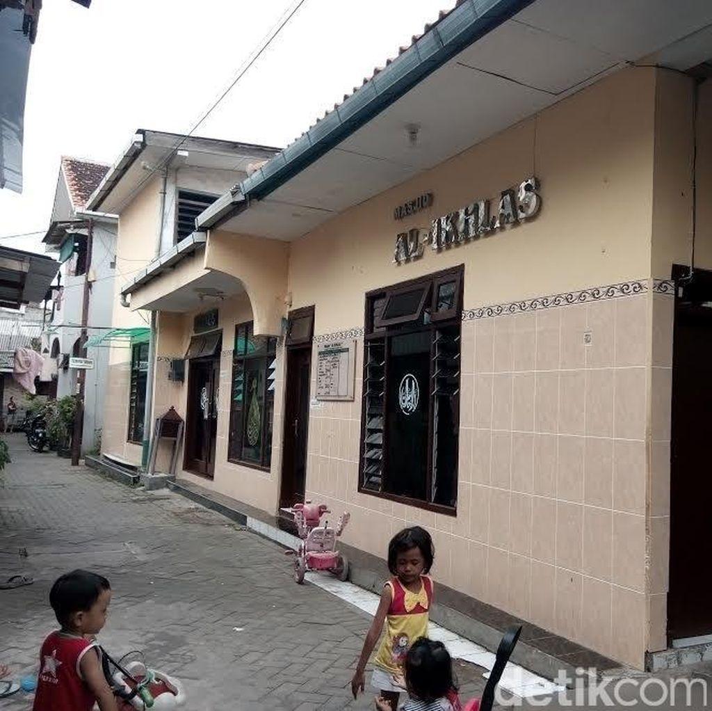 Warga Tengger Surabaya Dihebohkan Tas Misterius di Masjid