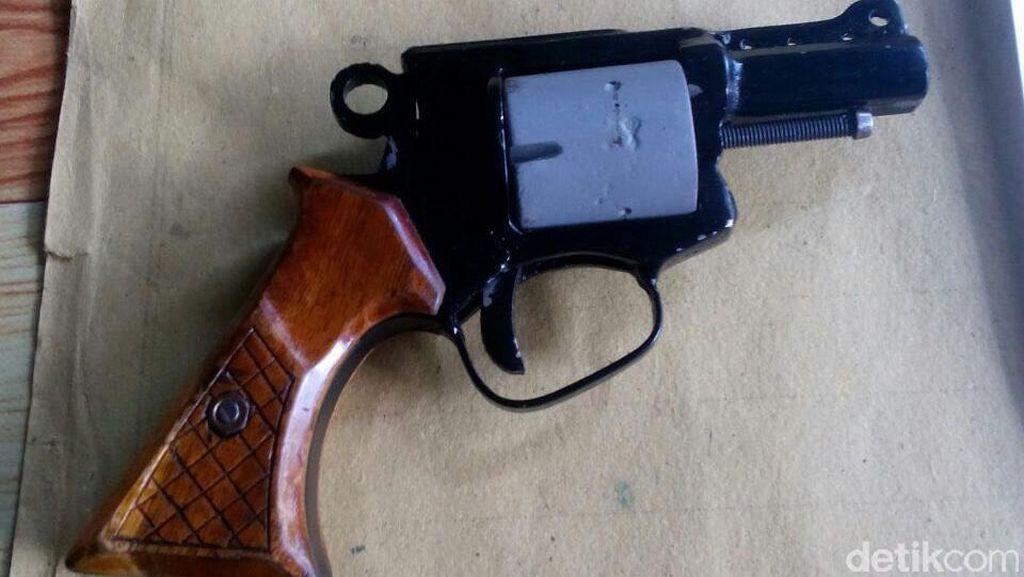 Warga Serahkan 2 Pistol Rakitan ke Polres Banyuasin Sumsel