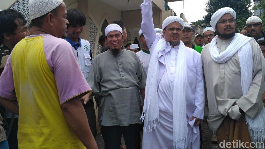 Giliran Korban Banjir Cipinang Melayu yang Disambangi Habib Rizieq