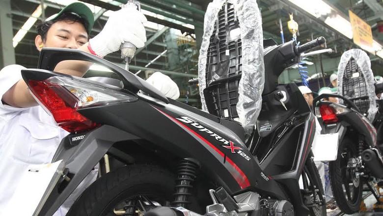 Penyebab Knalpot Motor Mengeluarkan Asap Putih pada Kecepatan Tinggi