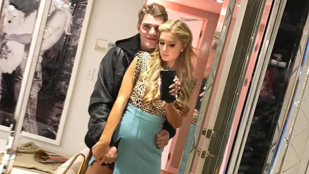 Paris Hilton Pamer Kemesraan dengan Pacar Baru